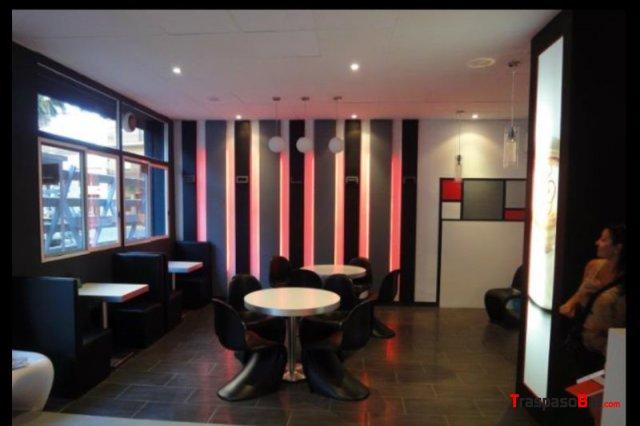 Bar cafeteria de dise o con terraza en valencia for Disenos para cafeterias